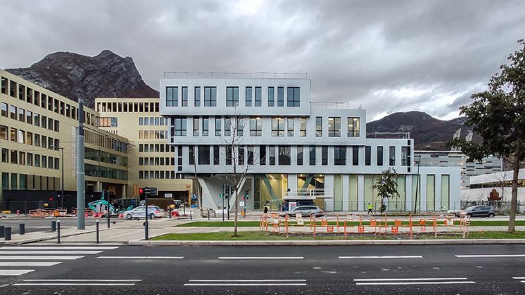 Xenocs Grenoble - aotu architecture office ltd.